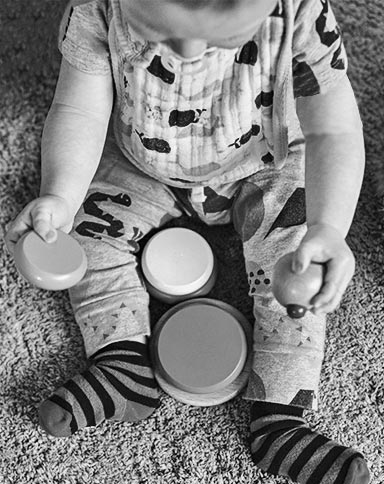 http://www.little-steps.co.uk/wp-content/uploads/2017/07/little-steps-day-nursery-ladybirds-play-BW-04.jpg